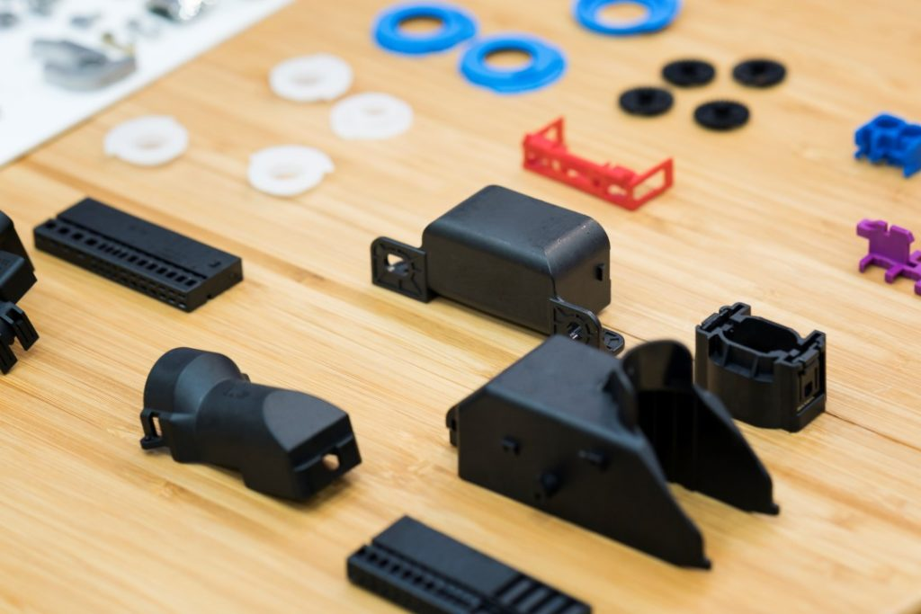 Short-run plastic injection molding was used to manufacture high precision plastic parts for display.